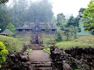 cetho temple by indonesian tourism
