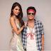 Comparte Eiza foto junto al cantante Bruno Mars.