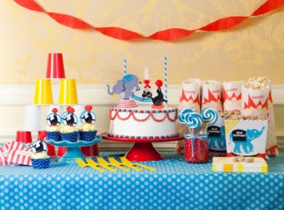 Run Away With The Circus party table One Charming Party