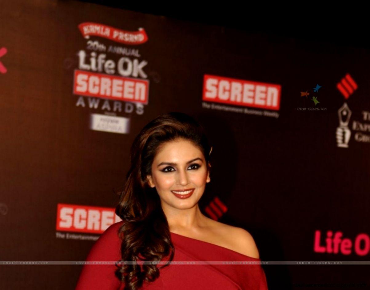 Wallpaper   Huma Qureshi at the 20th Annual Life OK Screen Awards