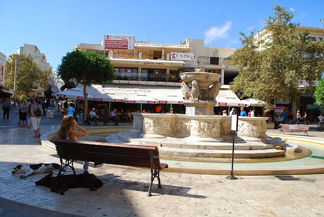 Площадь львов и фонтан Морозини, Lions square and Morosini Fountain in Heraklion.