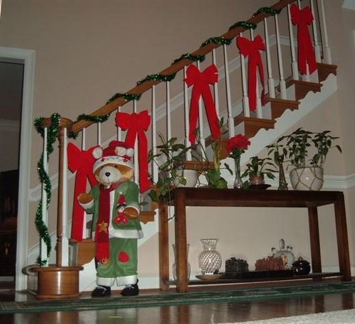 A mi manera c mo decorar las escaleras en navidad - Adornar casa para navidad ...