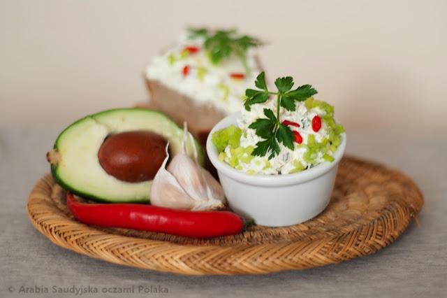 Pasta twarogowa z awokado (do kanapek lub warzyw)