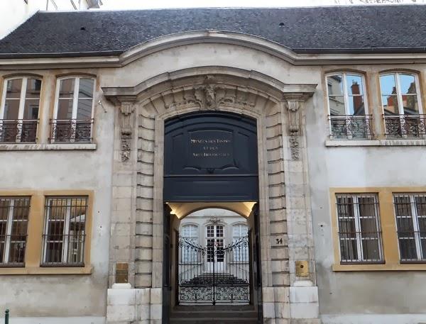 Lyon musée tissus arts décoratifs