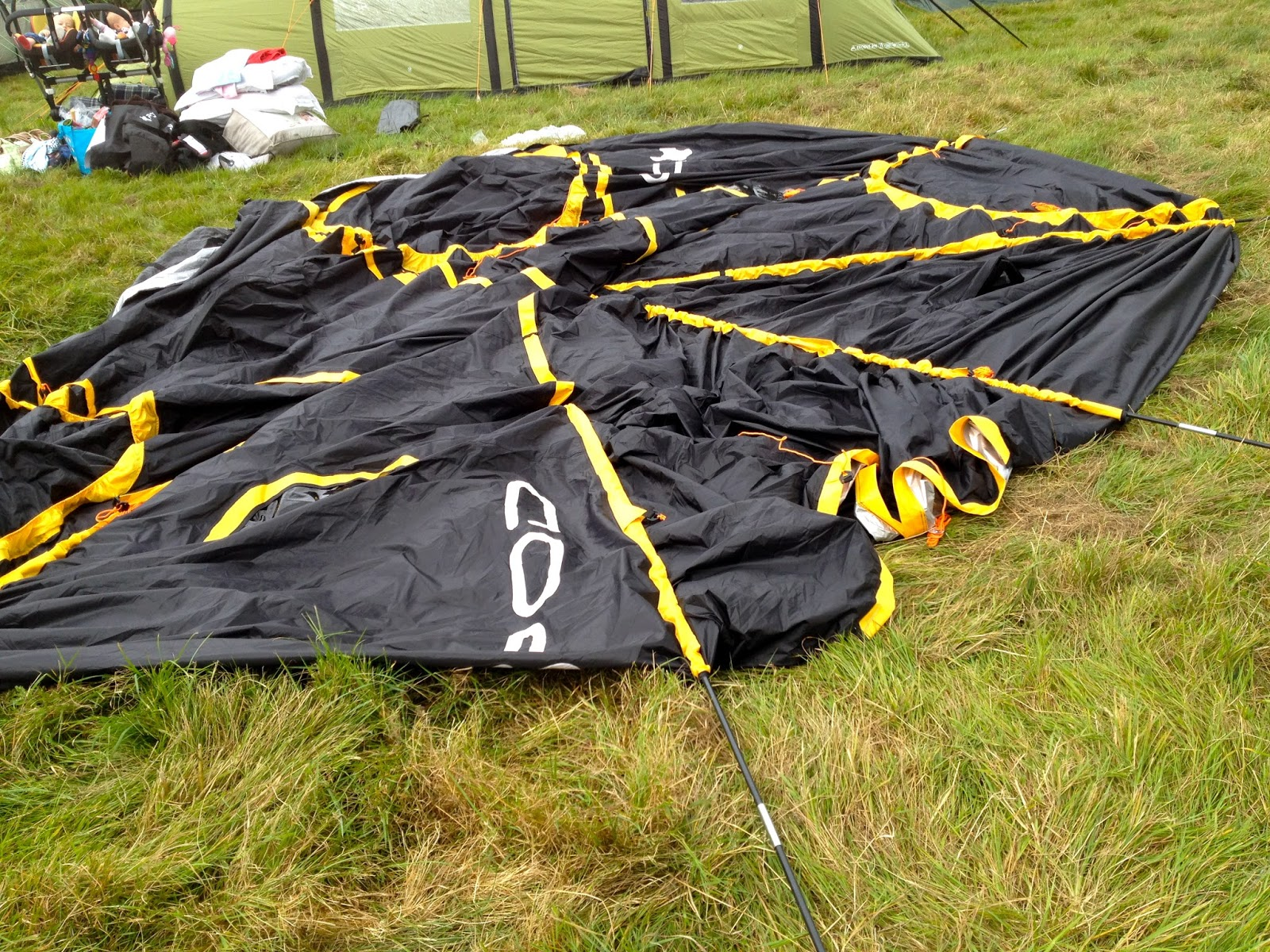 Assembling the POD Tent Maxi & Mummyu0027s Space: Happy Camping with the POD Tent Maxi