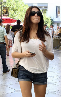 Ashley Greene almorzando en una pizzería de Los Angeles