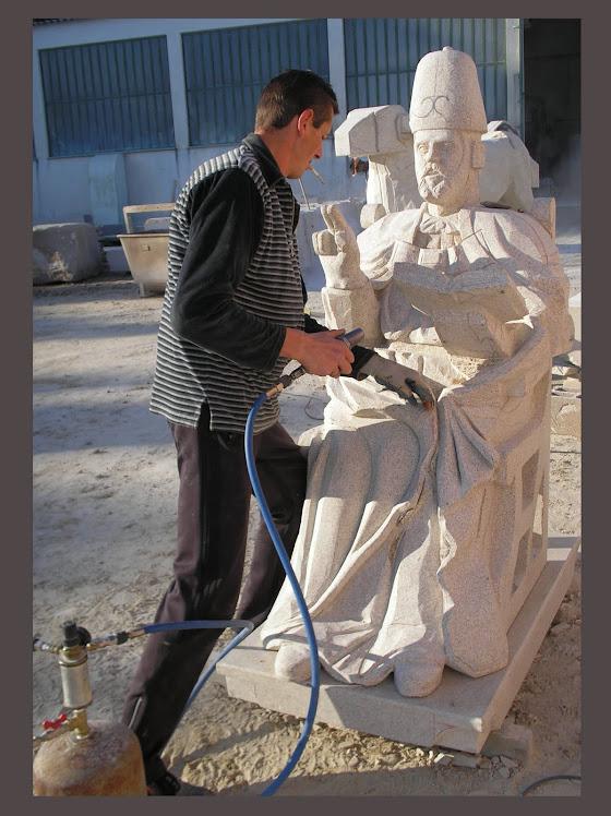 Aqui o meu auxiliar  Andriy Pereyma nascido na  Ucrânia  a fazer limpeza