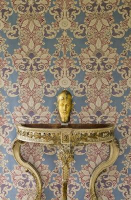Rococo Wallpaper – heraldic