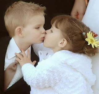 El beso de dos niños
