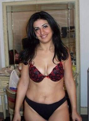 Hot Indian Punjabi Aunty in hot Lingerie in bedroom