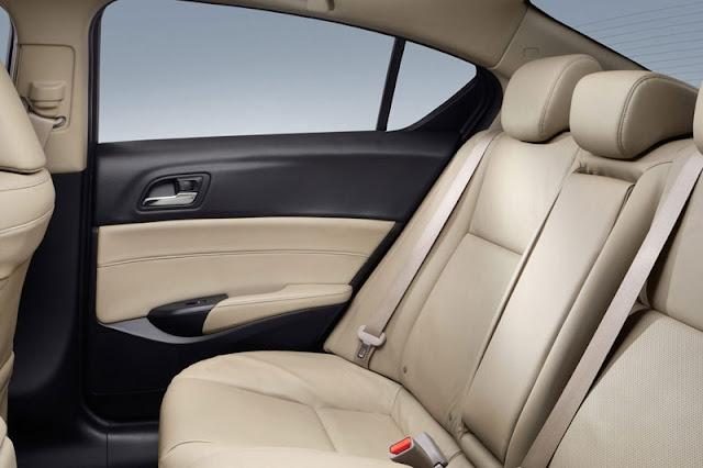 2013-Acura-ILX-Interior-Back