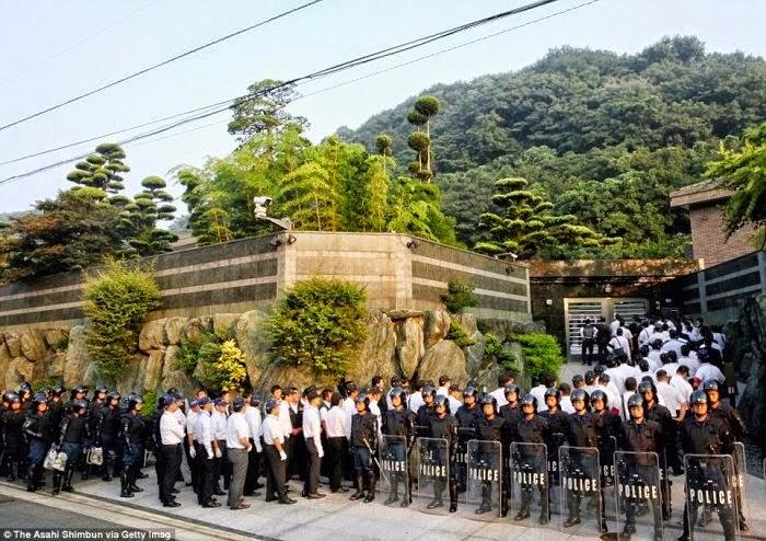 Gambar Ribuan polis terlibat tangkap ketua Yakuza Jepun