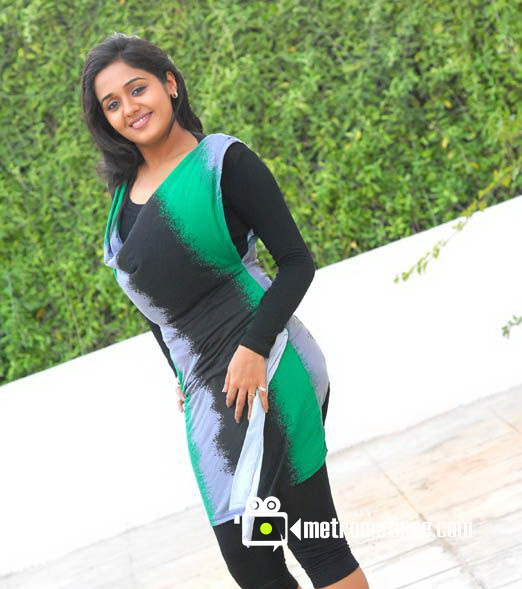 Actress Ayilya Hot