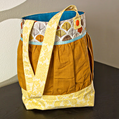 fall colored, ruched, handmade tote bag (also has link to basic tote tutorial)