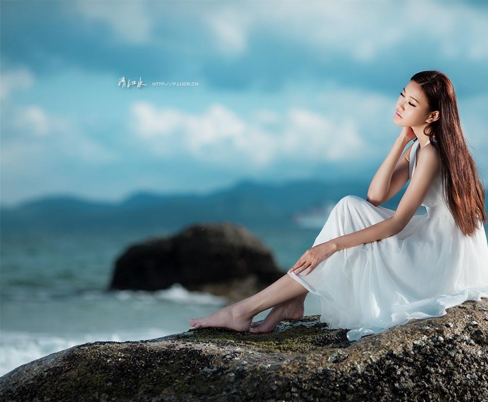 给我欢乐有几多 (gěi wǒ huān lè yǒu jǐ duō),- Give me how much joy, 相思还更多 (xiāng sī hái gèng duō)。- lovesickness is even more.