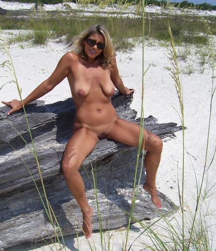 Nackt Bilder : gebräunte Hänge Möpse   nackter arsch.com