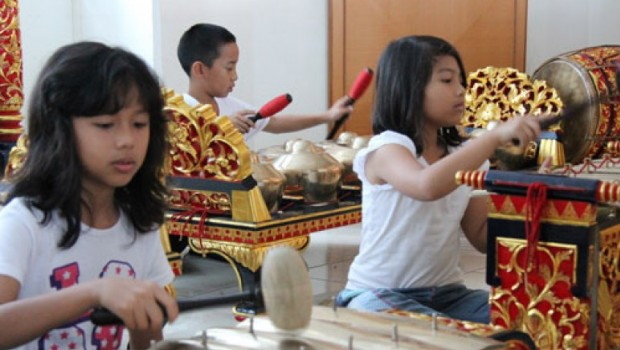Bermaik Musik Ternyata Bagus Untuk Perkembangan Otak Anak
