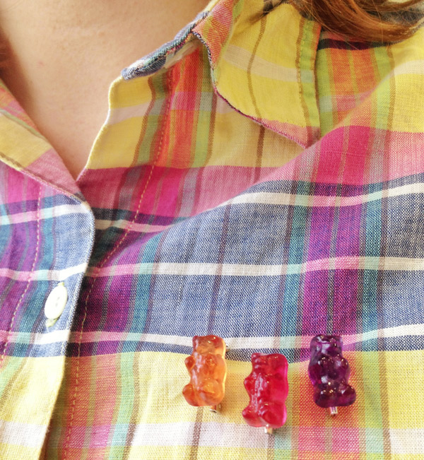 Gummy bear / Jelly baby pins/brooches on tartan: Ellomennopee
