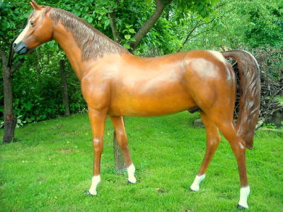 Koń z żywicy