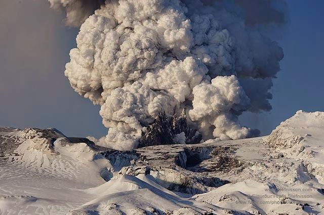 Volcano+ash+cloud.jpg