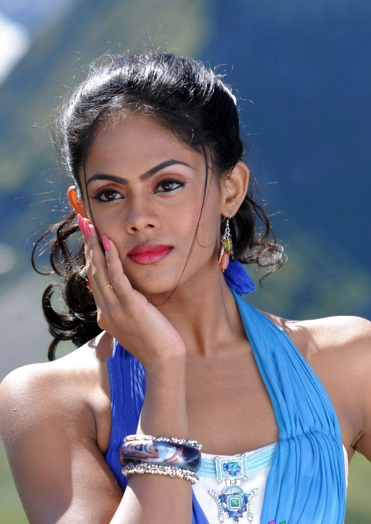... navel in saree displaying 14 images for karthika nair hot navel in