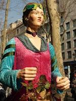 La nostra geganta s'enfila per Barcelona