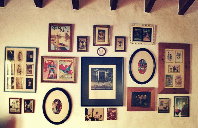 Composici n con cuadros nika vintage - Composicion marcos pared ...