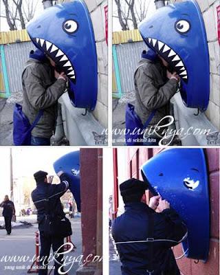 Telepon umum kepala hiu