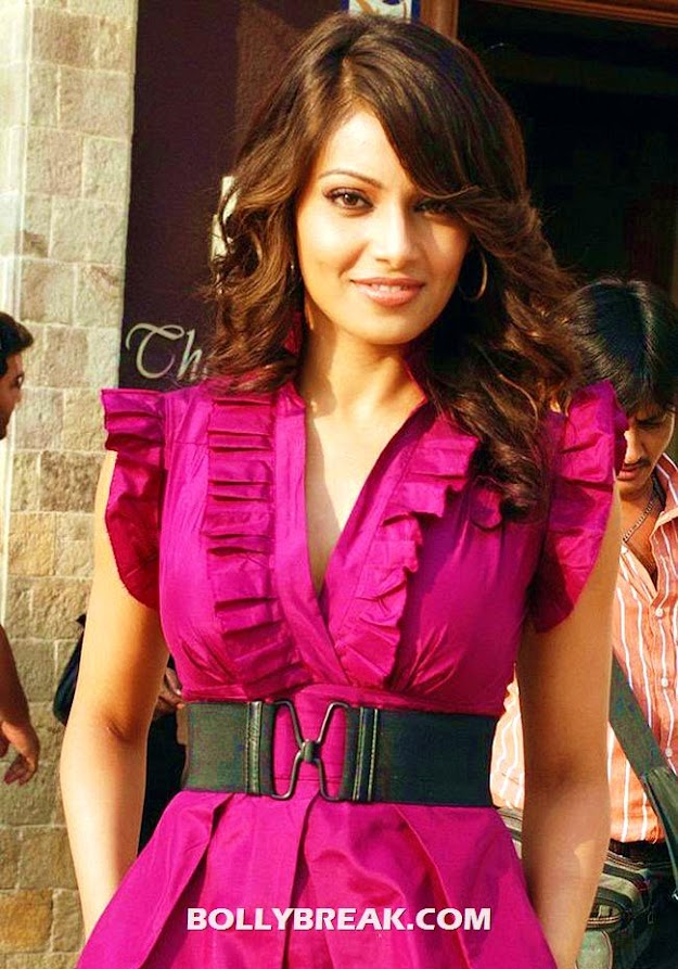 Bipasha Basu Pink Dress - (2) -  Bipasha Basu Unseen Photo Gallery