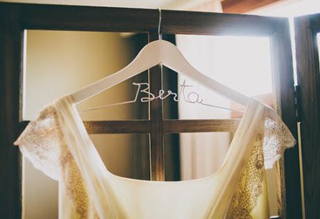 DIY Perchas personalizadas para novias