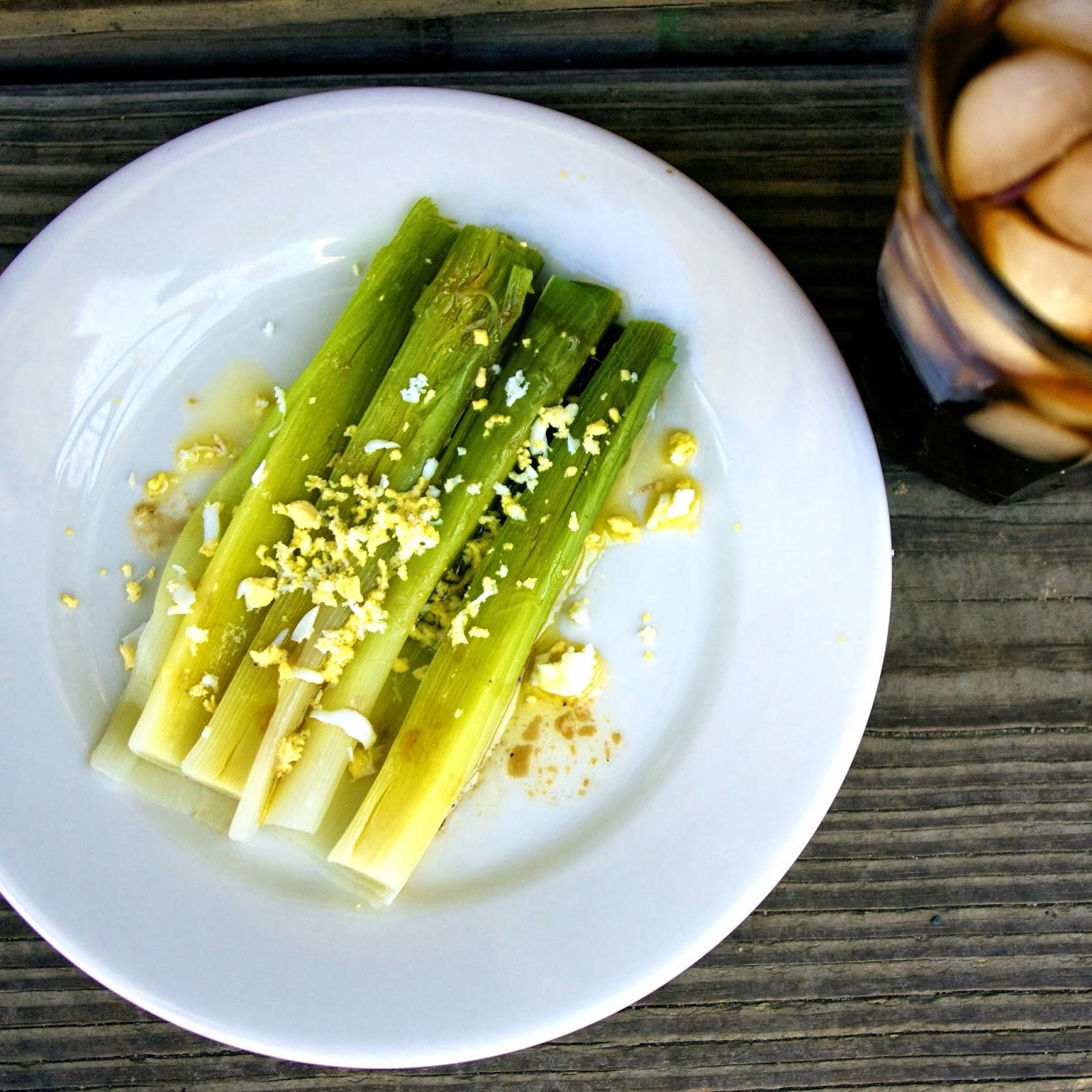 leeks vinaigrette w/ mimosa- simplelivingeating.com