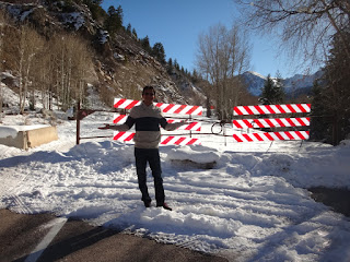 estrada interditada em aspen, colorado, eua