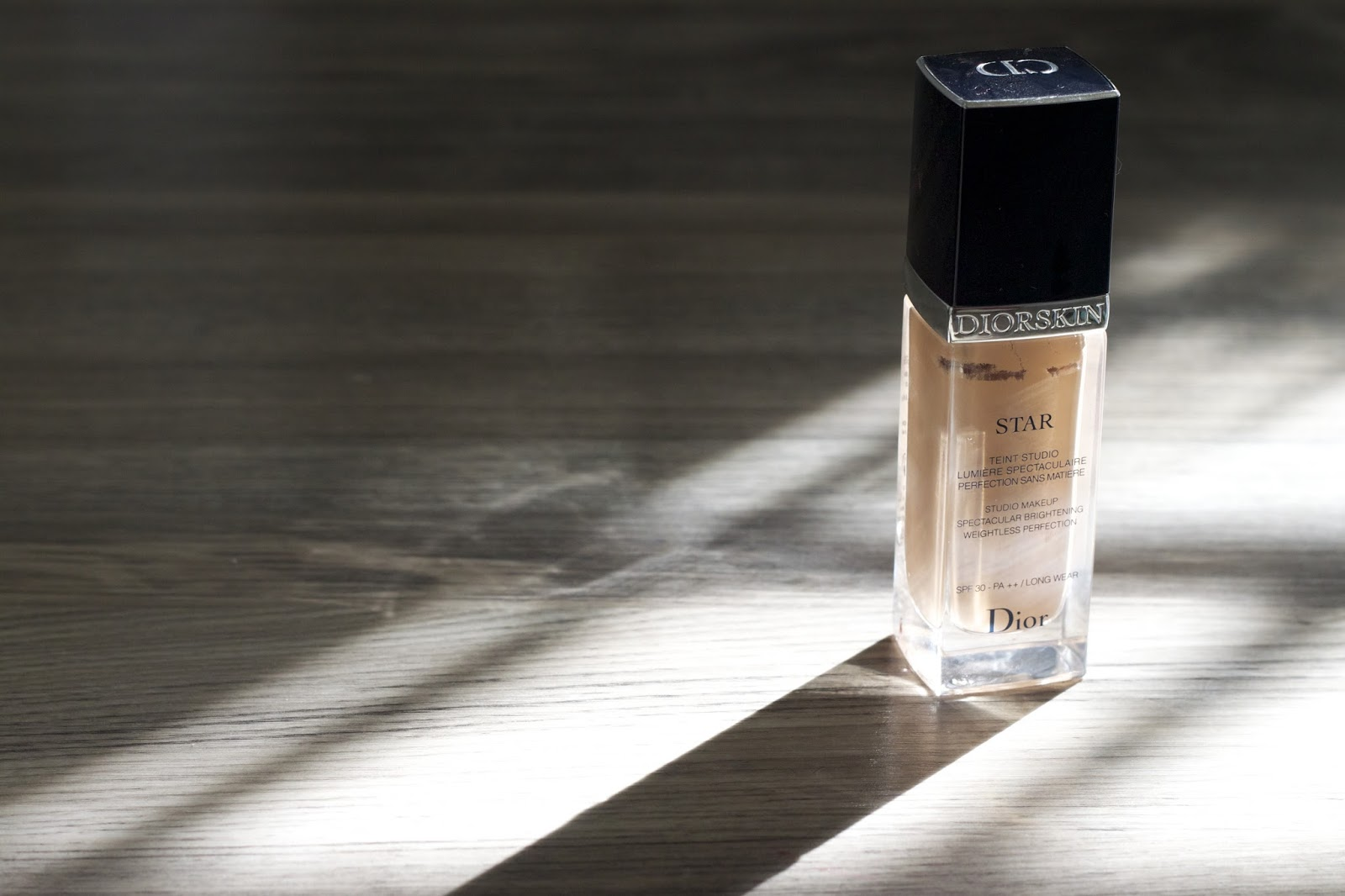 9c2b11e91 Dior skin star foundation, I apply it easily with my fingers, it has a new  innovation which is reflecting the lights on your skin, making your skin so  ...