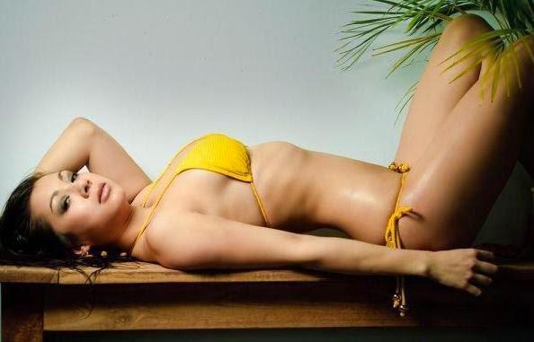 Pose Jennifer Kurniawan 19