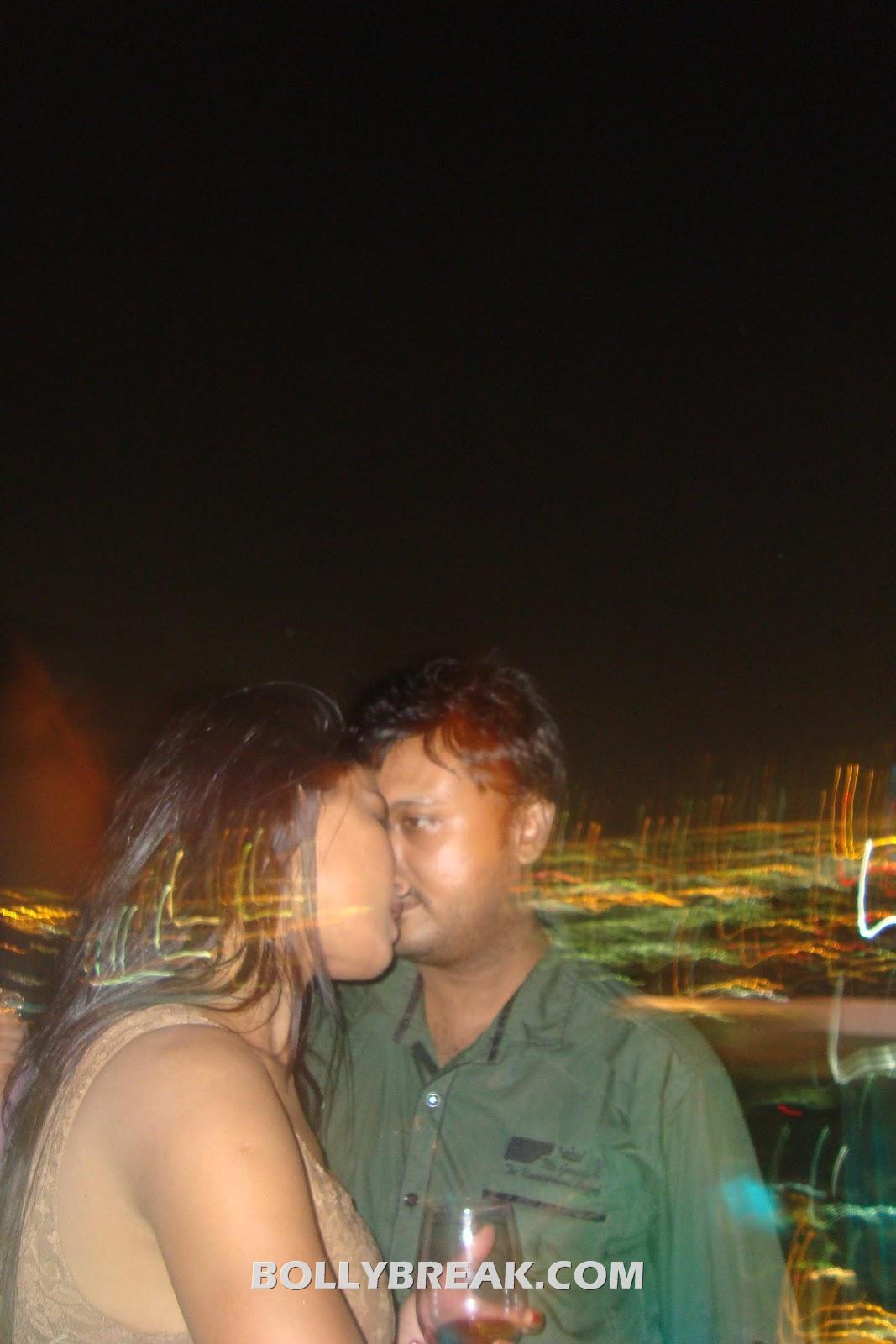Veena Malik Hemant Madhukar kissing - (2) -  Veena Malik Hemant Madhukar Leaked Private Pics