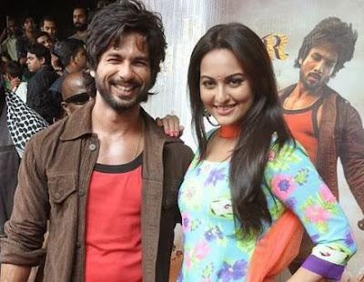 10 Sonakshi Sinha in R... Rajkumar Movie OOPS Photos Wallpapers
