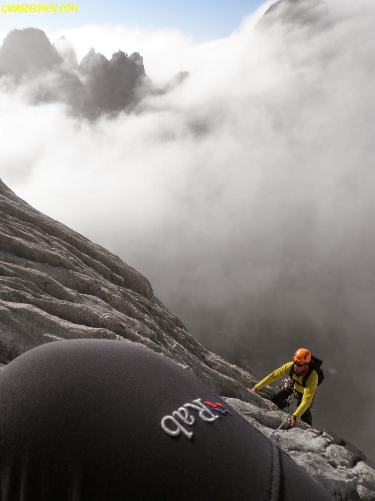 rab sawtooth pants , escalar el naranjo con guia de alta montaña fernando calvo guiasdelpicu.com