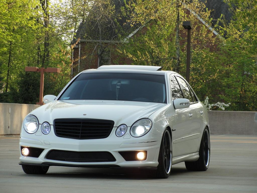 White on black mercedes benz w211 e55 amg benztuning for Mercedes benz black on black