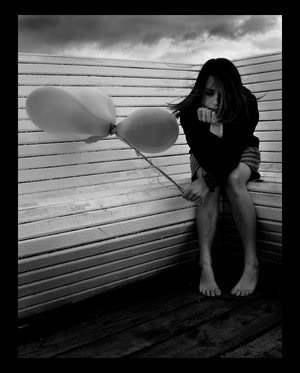 Chica desesperada pee espera aliviar video