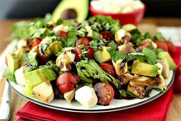 http://recipes.sandhira.com/avocado-and-chicken-caprese-salad.html