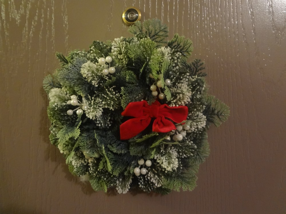 Decorating Apartment Door For Christmas