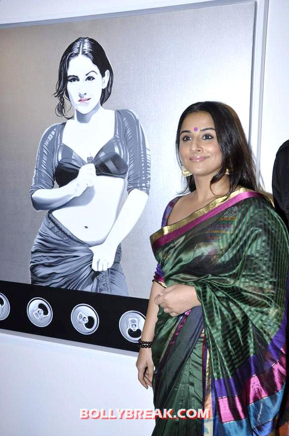 , Vidya Balan In Green Saree At Viveek Sharma's Art Exhibition