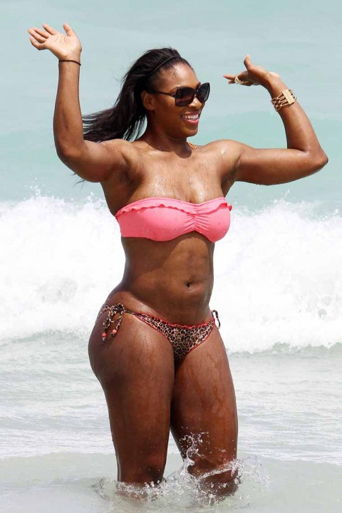 Holly Celebrity Gossips: Serena Willaims showing her hot body