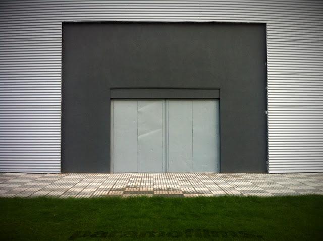 Puerta por fin gris, 2012 (cc) Abbé Nozal