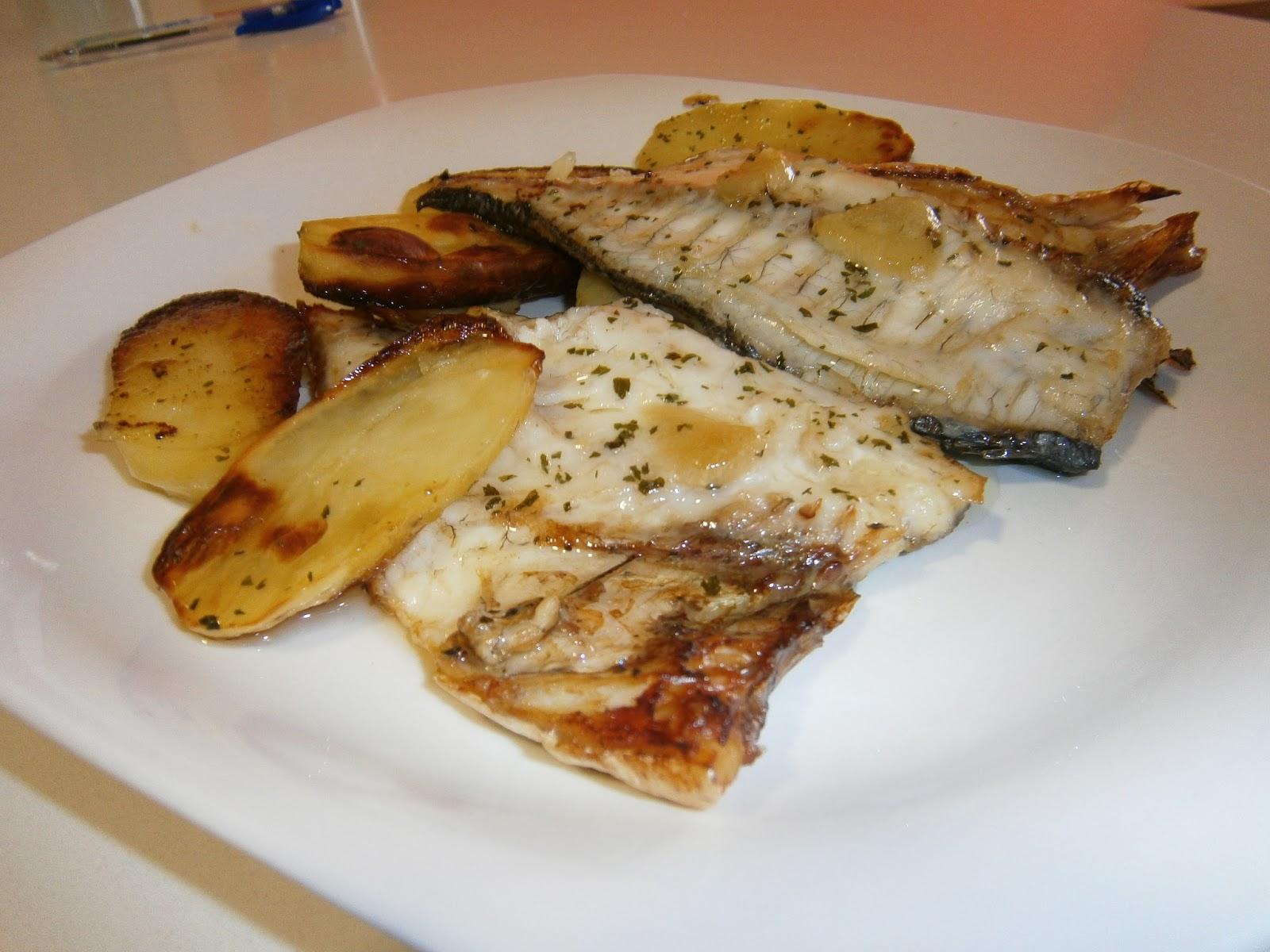 Dorada al horno con patatas panaderas - Como cocinar pescado al horno ...