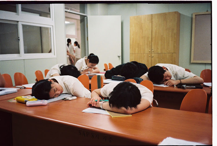 should schools start later in the morning Sleep deprivation in teenagers as a result of early morning school starts has been a topic of much debate why teen brains need a later school start time.
