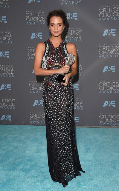 Top 5 das mais bem vestidas dos Critics' choice awards 2016 Alicia Vikander num vestido  Mary Katrantzou