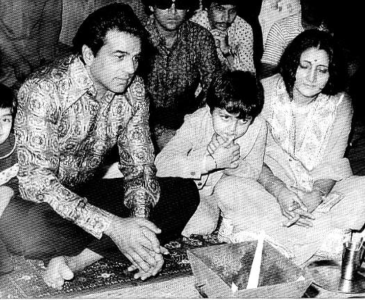 Asha Ashish: Sunny Deol and Bobby Deol with Mom