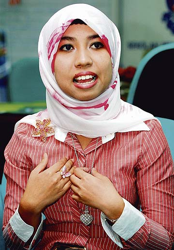 http://3.bp.blogspot.com/-7U81sP3JxGk/TwG8BgHemdI/AAAAAAAALQA/nnSOFsQL4a0/s1600/amalina-kini.jpg