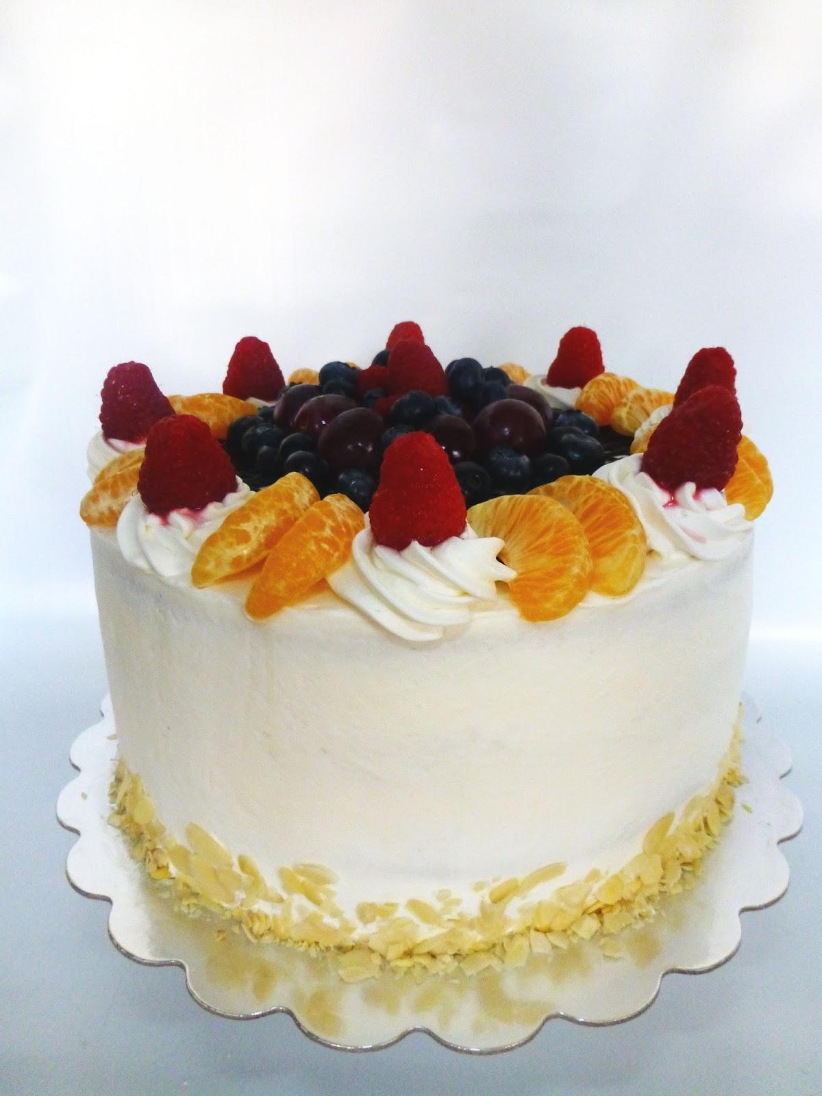 CakeSophia Vanilla cake with fruit